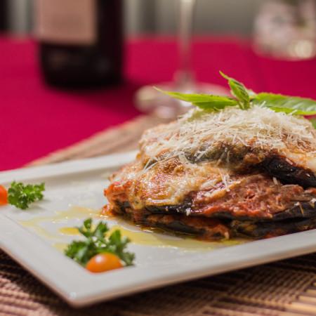 Parmigiana di melanzane pesto e provolone