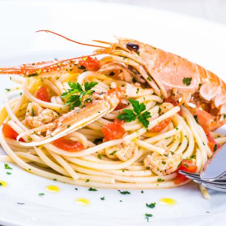 pasta con frutti di mare e provolone piccante