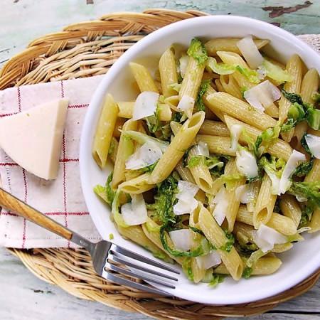 ricette pasta penne verza e provolone piccante